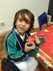 Risas en el taller en inglés de christmas cookies