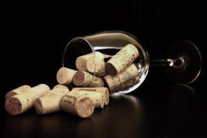 Cata de vinos como parte de los talleres en inglés para adultos en Barcelona de FunTalk