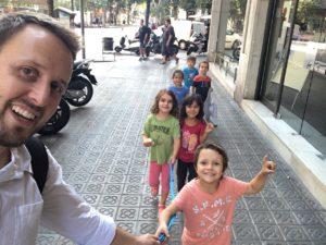 recogida del colegio para llevar a los niños a nuestra academia de inglés en Barcelona